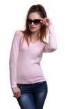Γυναίκα που φορά τα γυαλιά ηλίου που απομονώνονται στοκ φωτογραφία με δικαίωμα ελεύθερης χρήσης