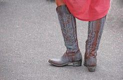 Γυναίκα που φορά τις δυτικές μπότες κάουμποϋ Στοκ Εικόνες