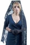 Γυναίκα που φορά το κάλυμμα Στοκ εικόνα με δικαίωμα ελεύθερης χρήσης