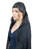 Γυναίκα που φορά το κάλυμμα Στοκ Φωτογραφίες