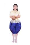 Γυναίκα που φορά το χαρακτηριστικό ταϊλανδικό φόρεμα που απομονώνεται στο άσπρο υπόβαθρο Στοκ φωτογραφία με δικαίωμα ελεύθερης χρήσης
