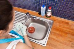 Γυναίκα που χρησιμοποιεί το δύτη Στοκ εικόνα με δικαίωμα ελεύθερης χρήσης