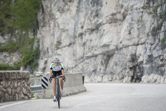 Γυναίκα ποδηλάτων - οδικός κύκλος Στοκ εικόνα με δικαίωμα ελεύθερης χρήσης