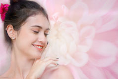 Γυναίκα προσώπου χαμόγελου με το καθαρό πρόσωπο αφής δερμάτων προσώπου, Στοκ εικόνες με δικαίωμα ελεύθερης χρήσης