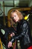 γυναίκα πυροβόλων όπλων Στοκ εικόνες με δικαίωμα ελεύθερης χρήσης