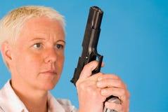 γυναίκα πυροβόλων όπλων Στοκ φωτογραφίες με δικαίωμα ελεύθερης χρήσης