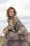 Γυναίκα σε ένα ανοικτό φόρεμα Στοκ φωτογραφία με δικαίωμα ελεύθερης χρήσης