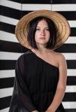 Γυναίκα σε ένα καπέλο αχύρου Στοκ φωτογραφίες με δικαίωμα ελεύθερης χρήσης