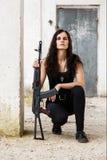Γυναίκα σε ένα πεδίο μάχη Στοκ εικόνες με δικαίωμα ελεύθερης χρήσης