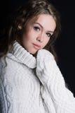 Γυναίκα σε ένα πουλόβερ Στοκ εικόνα με δικαίωμα ελεύθερης χρήσης