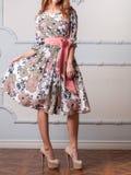 Γυναίκα σε ένα φόρεμα σχεδιαστών Στοκ Εικόνα
