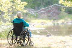 Γυναίκα σε ένα weelchair στοκ φωτογραφία