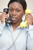 Γυναίκα σε δύο τηλέφωνα Στοκ Εικόνες