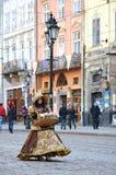 Γυναίκα σε μια κυρία κοστουμιών στην οδό στην πόλη Lvov, Ουκρανία Στοκ εικόνα με δικαίωμα ελεύθερης χρήσης