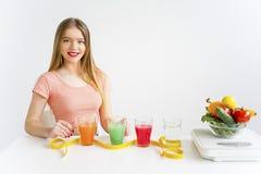 Γυναίκα σε μια υγιεινή διατροφή στοκ φωτογραφίες
