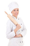 Γυναίκα σε ομοιόμορφο αρχιμαγείρων με την ξύλινη κυλώντας καρφίτσα ψησίματος που απομονώνεται επάνω Στοκ Εικόνες