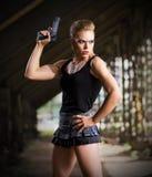 Γυναίκα σε ομοιόμορφο με το πυροβόλο όπλο (κανονική έκδοση) Στοκ φωτογραφία με δικαίωμα ελεύθερης χρήσης