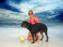 γυναίκα σκυλιών Στοκ εικόνα με δικαίωμα ελεύθερης χρήσης