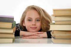Γυναίκα σπουδαστής με τα βιβλία Στοκ Φωτογραφίες