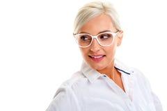 Γυναίκα στα άσπρα γυαλιά επικεφαλής ώμοι Στοκ Φωτογραφία