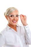 Γυναίκα στα άσπρα γυαλιά επικεφαλής ώμοι Στοκ Εικόνα