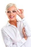 Γυναίκα στα άσπρα γυαλιά επικεφαλής ώμοι Στοκ Εικόνες