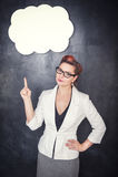 Γυναίκα στα γυαλιά που παρουσιάζουν σε κάτι από το δάχτυλο Στοκ εικόνα με δικαίωμα ελεύθερης χρήσης