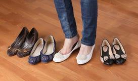 Γυναίκα στα επίπεδα παπούτσια μπαλέτου Στοκ εικόνες με δικαίωμα ελεύθερης χρήσης