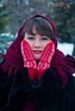 Γυναίκα στα κόκκινα γάντια Στοκ φωτογραφίες με δικαίωμα ελεύθερης χρήσης