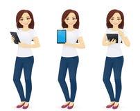 Γυναίκα στα τζιν με την ταμπλέτα διανυσματική απεικόνιση