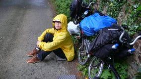 Γυναίκα στην ανακύκλωση διακοπών Στοκ Φωτογραφία