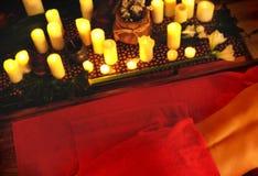 Γυναίκα στην ανύψωση του μασάζ και aromatherapy στη SPA ημέρας στοκ φωτογραφία με δικαίωμα ελεύθερης χρήσης