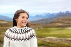 Γυναίκα στην Ισλανδία στο ισλανδικό πουλόβερ Στοκ εικόνα με δικαίωμα ελεύθερης χρήσης