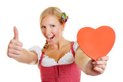Γυναίκα στην καρδιά και τους αντίχειρες εκμετάλλευσης dirndl επάνω Στοκ Εικόνες
