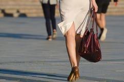 Γυναίκα στην οδό Στοκ εικόνες με δικαίωμα ελεύθερης χρήσης