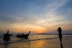 Γυναίκα στην παραλία στο AO Nang Krabi Στοκ Εικόνες