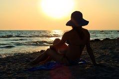 Γυναίκα στην παραλία Στοκ Εικόνες