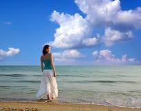 Γυναίκα στην παραλία. στοκ φωτογραφίες με δικαίωμα ελεύθερης χρήσης