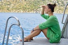 Γυναίκα στην παραλία 1 100 συλλήφθείτ πολωμένο ακατέργαστο TIFF Τουρκία φίλτρων ISO jpeg kemer Στοκ φωτογραφία με δικαίωμα ελεύθερης χρήσης