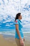 Γυναίκα στην παραλία Στοκ εικόνες με δικαίωμα ελεύθερης χρήσης