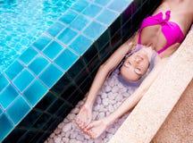 Γυναίκα στην πισίνα Στοκ Φωτογραφίες