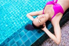 Γυναίκα στην πισίνα Στοκ φωτογραφίες με δικαίωμα ελεύθερης χρήσης