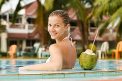 Γυναίκα στην πισίνα στοκ φωτογραφία