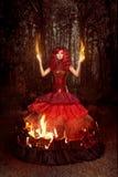 Γυναίκα στην πυρκαγιά στοκ φωτογραφίες
