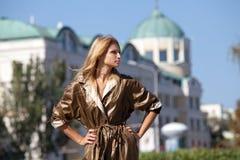 Γυναίκα στην πόλη φθινοπώρου Στοκ Φωτογραφία