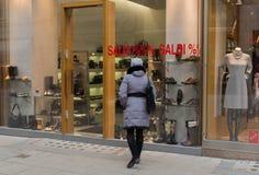Γυναίκα στην πώληση Στοκ φωτογραφία με δικαίωμα ελεύθερης χρήσης