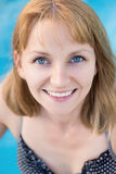 Γυναίκα στη λίμνη Στοκ φωτογραφία με δικαίωμα ελεύθερης χρήσης