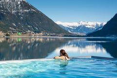 Γυναίκα στη λίμνη SPA Στοκ Φωτογραφίες