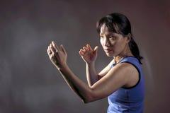 Γυναίκα στη θέση πάλης Στοκ φωτογραφία με δικαίωμα ελεύθερης χρήσης