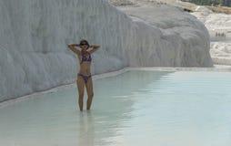 Γυναίκα στη θερμική πισίνα Στοκ Φωτογραφία